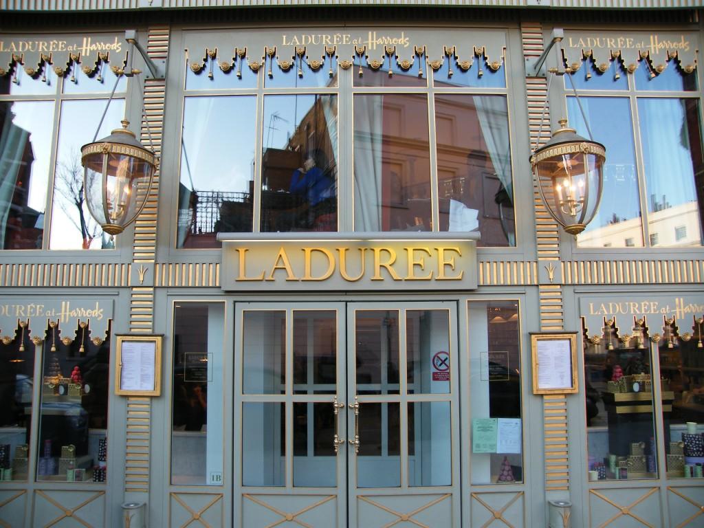 Laduree_-_Harrods_in_London,_January_2010_N2